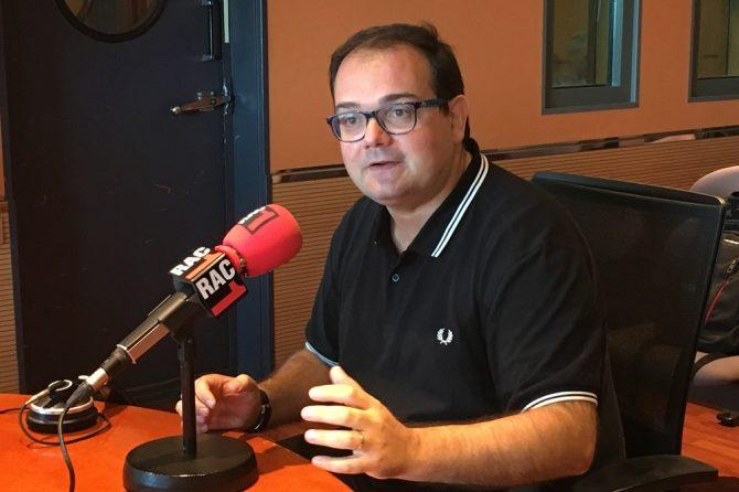 """El Dr. Oscar Sans en el consultorio de """"El món a RAC1"""""""